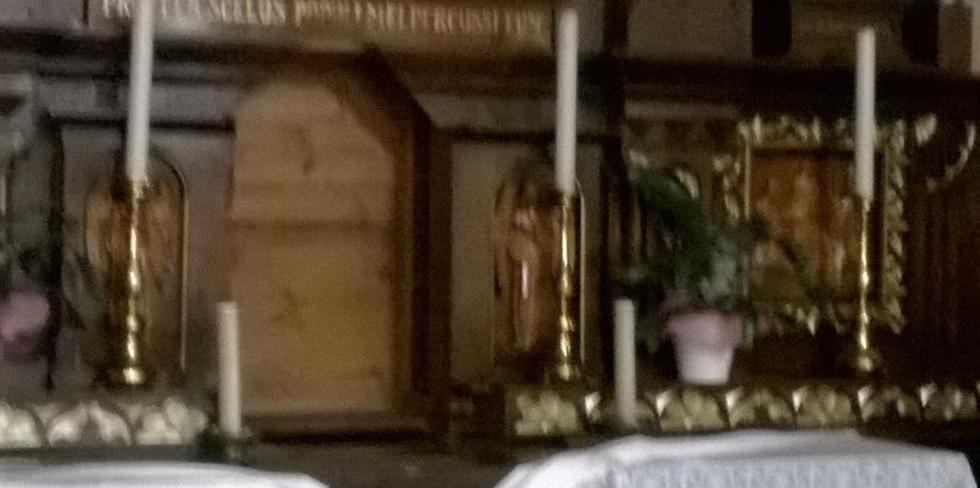 Vandali in chiesa a Grandate